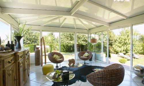 Veranda salon ajoutez de l 39 espace les cl s de la maison for Salon dans veranda