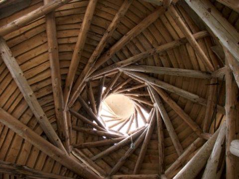 Une maison en paille en forme de spirale !