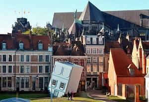 Petite maison bleue à l'envers à Lille
