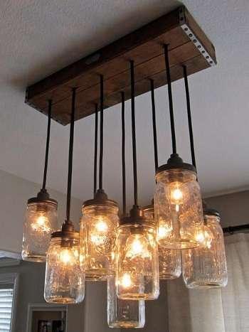 Design - luminaires dans des bocaux suspendus à du bois