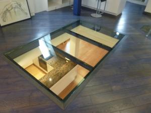 plancher en verre surélevé