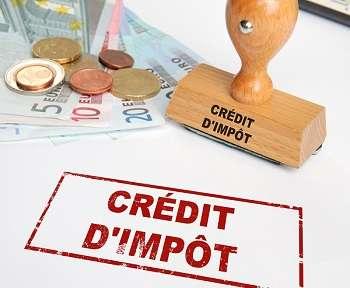 Crédit d'impôt : argent et tampon