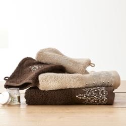 serviettes beiges marron décoration de salle de bains2