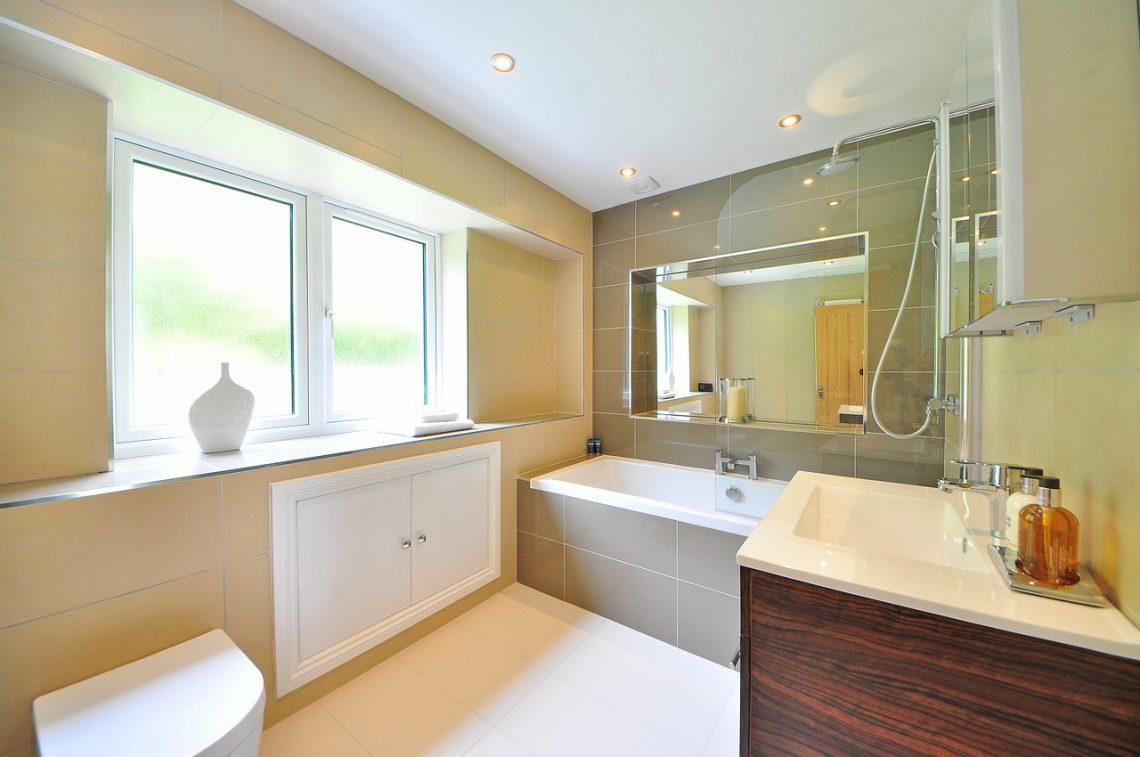 Comment bien choisir votre fenêtre de salle de bain ?