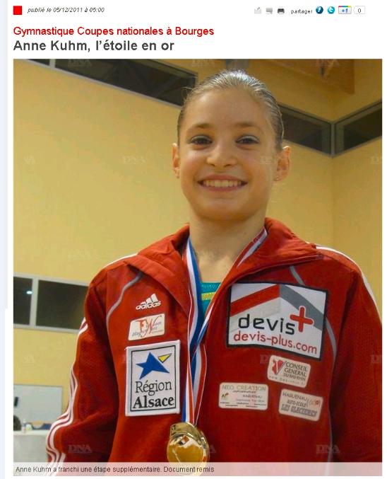 Anne Kuhm remporte la médaille d'or lors des coupes nationales.