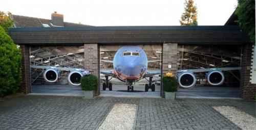 hangar d'avion sur 3 portes de garage