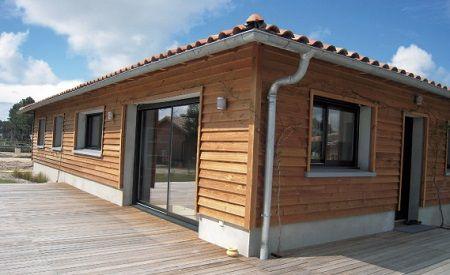 Maison avec bardage en bois : bardage en clins