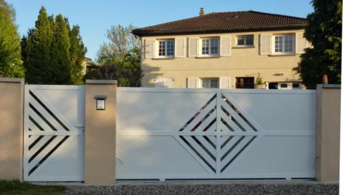 entretien et nettoyage de votre portail en pvc les cl s de la maison. Black Bedroom Furniture Sets. Home Design Ideas