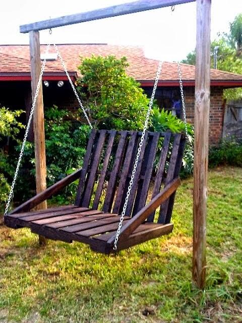 15 id es pour r utiliser vos palettes en bois les cl s for Balancoire pour petit jardin